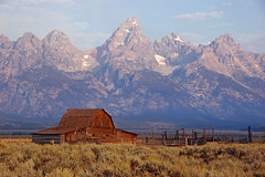 Northern Moulton Barn (Jeff Clow) Tags: barn searchthebest wyoming grandtetonnationalpark jacksonholewyoming moultonbarn goldstaraward jeffrclow vosplusbellesphotos