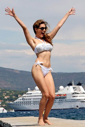 Kelly Brook bikini photo