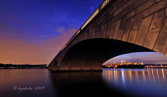 Potomac Sunset (dyoshida) Tags: longexposure bridge blue sunset panorama usa night reflections river dc washington nikon arch citylights pont potomac bluehour rosslyn memorialbridge d300 dyoshida