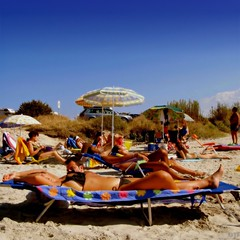 Beach Parallelism (Osvaldo_Zoom) Tags: summer people italy sun beach project seaside sand thankyou tan explore umbrellas parallel frontpage puglia calabria tanned parallelism