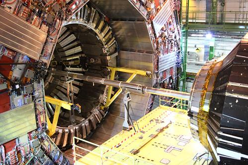 Thumb El Colisionador de Hadrones LHC podría crear puertas a otras dimensiones