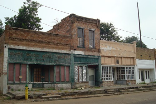 abandoned stores in downtown Clarendon, AR
