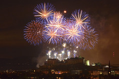 Edinburgh Festival Fireworks (Grant_R) Tags: longexposure castle ex festival night scotland nikon edinburgh edinburghcastle fireworks sigma historic edinburghfestival f28 blackfordhill 70200mm d90 fireworkdisplay festivalfireworks hsm edinburghatnight edinburghfestivalfireworks nikond90 grantr edinburghinthedark