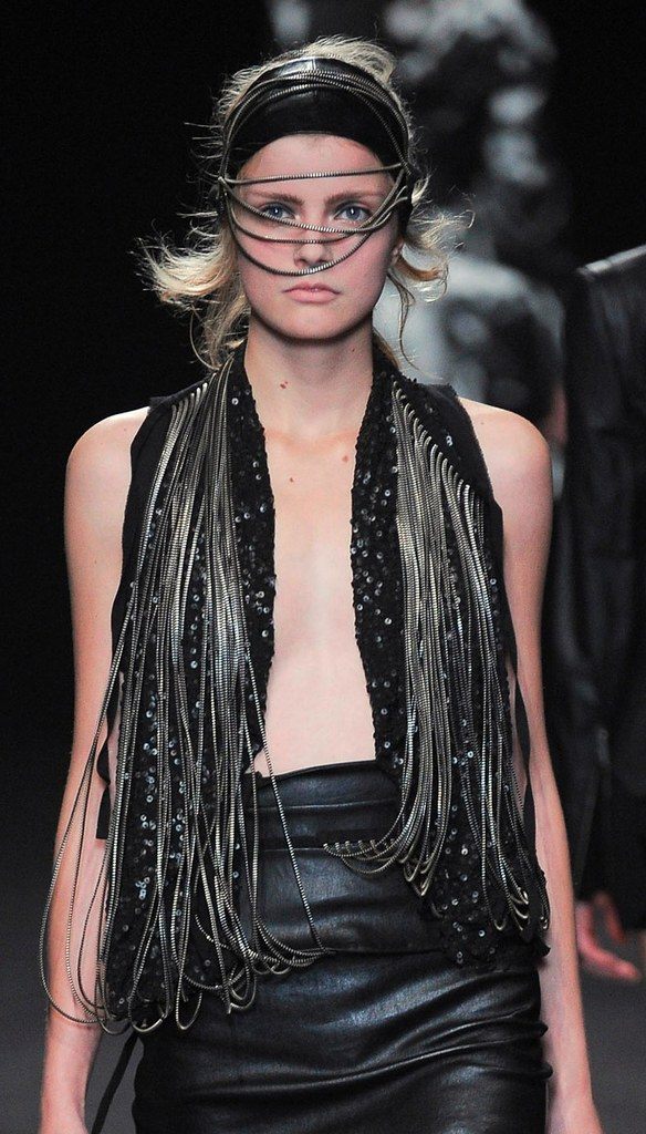Ann Demeulemeester Summer 2010 zipper pieces 9