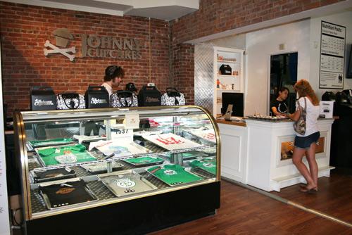Johnny Cupcakes c/o Cake Gumshue Phuong