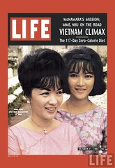 11-10-1963 Cover of LIFE magazine dated 10-11-1963 of Vietnam's Madame Nhu & daughter by John Loengard. par VIETNAM History in Pictures (1962-1963)