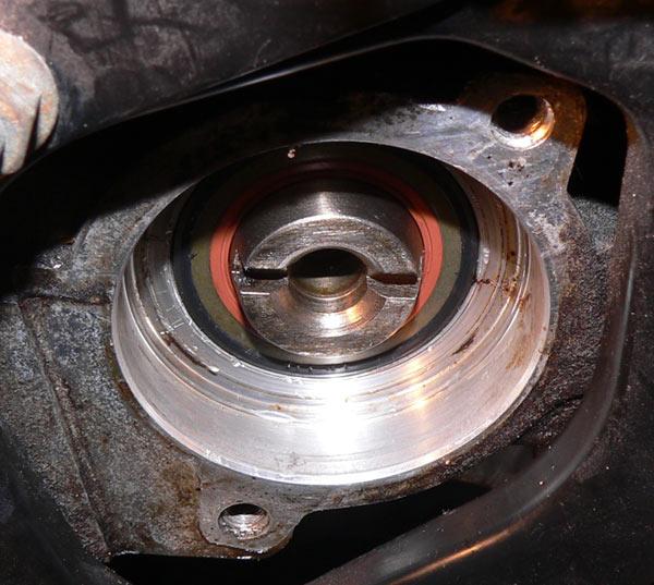 Volvo 240 Camshaft Oil Leak: 98 S70 T5 Rear Camshaft Oil Seal Leak.