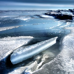 Depth on Lake Erie (Insight Imaging: John A Ryan Photography) Tags: winter lake toronto ontario canada ice lakeerie erie aficionados potofgold pentaxk10d justpentax wwwinsightimagingca johnaryanphotography