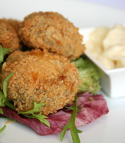Breaded mushrooms with Cheese and Garlic Mayonnaise