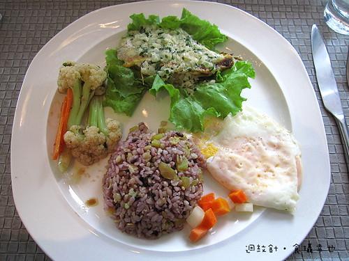 台中 forty cafe 早午餐蘿勒鯛魚