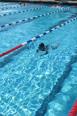 I think I was 11 when I learned breaststroke; Pulguito is six here.