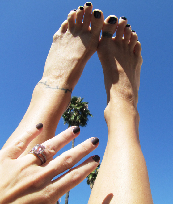 painted-nails-palms