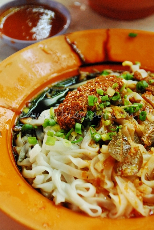 Dry Curry Hor Fun (Flat Noodles)