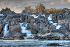 Great Falls (ep_jhu) Tags: trees naturaleza nature water rio river landscape virginia agua rocks greatfalls rapids foam dcist potomac hdr rocas ispy rushingwater cascadas