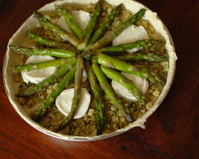 Quiche with green asparagus pesto and mozarella