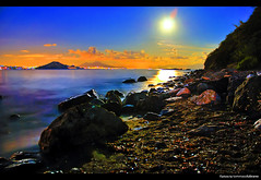 Under the Moonlight [HDR] (Illusiontom) Tags: sea sky italy moon beach night island high nikon long italia mare campania dynamic dream luna explore exposition cielo napoli naples moonlight nikkor vesuvio rocce range isle capo procida nocturne spiaggia hdr isola zucchero 1870 miseno photomatix rockr chiarodiluna d80 singleraw fornaciari illusiontom spiaggiadellalingua