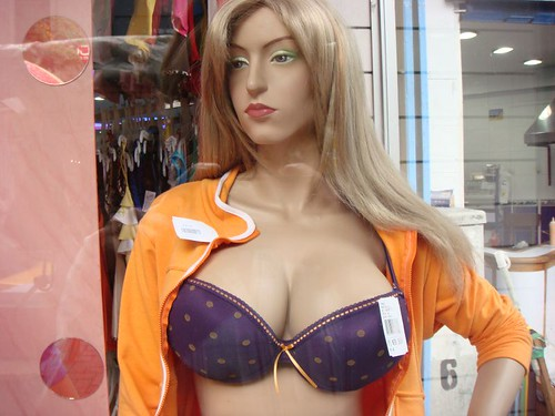 Mannequin, oversized?