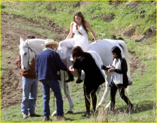 miley-cyrus-white-horse-photo-shoot-04