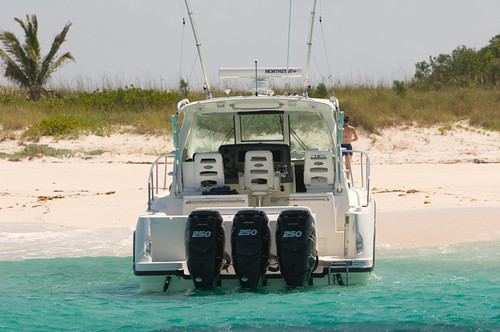 Boston Whaler 345 Conquest (Mad Mariner) Tags: ocean water boats fishing ...