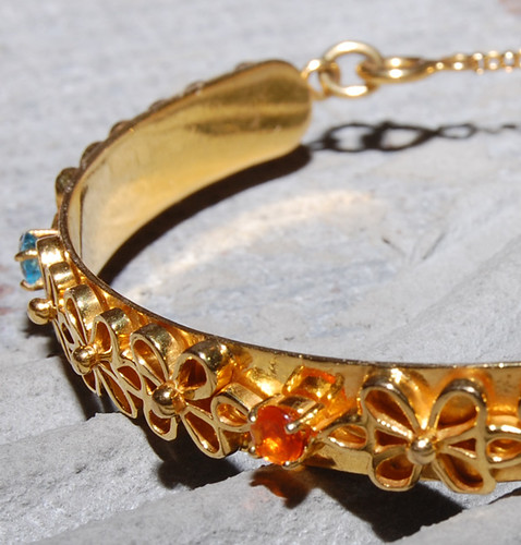 Dreamsicle - Luxurious 18 kt Gold Bangle with Fire Opals and Blue Topaz