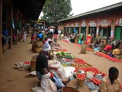 Afrika (rennievernooij) Tags: fruit malawi afrika werken markt eten groenten kleurrijk kleur groente straatje manden negers verkopen kraampjes negerinnen negeroide