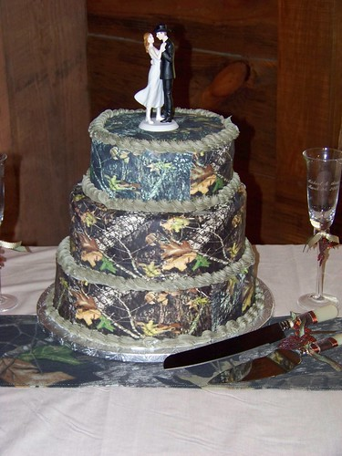 3381021764 12965eb250 Camouflage Wedding Cakes