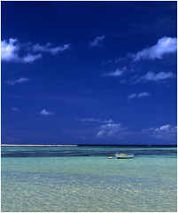 Tropical (Stuart Griffin) Tags: sea sun boat minolta indianocean seychelles tropicalsea