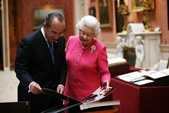 El presidente Felipe Calderón acompañado de Su Majestad la Reina Isabel II (30-03-09) (Gobierno Federal) Tags: presidente de la reina el ii isabel su felipe calderón acompañado majestad 300309