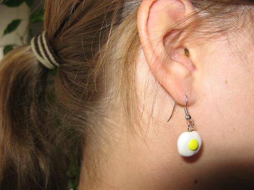 Spiegelei-Ohrring
