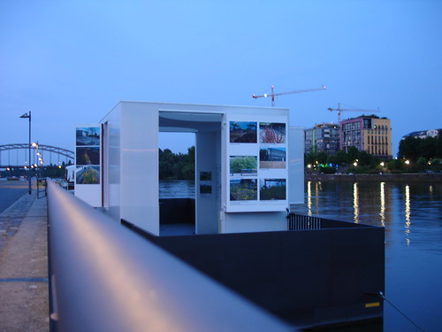 Ponton am Main Weseler Werft. Juni 2005