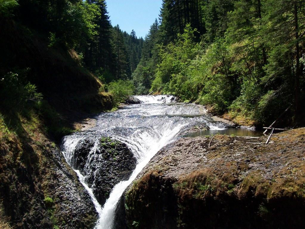 cascade locks single guys A video postcard of cascade locks, oregon named for the historic locks built in 1896 which provided passage around the treacherous rapids on the columbia river at that location, cascade locks is.
