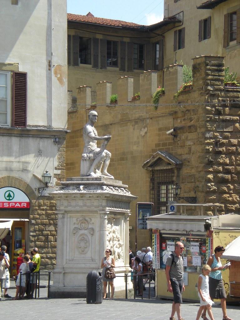 San Lorenzo - Statue