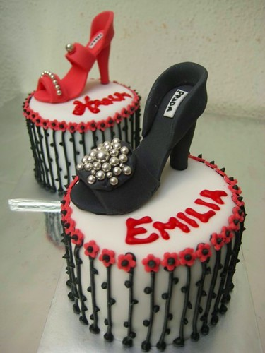 miniature shoe cakes