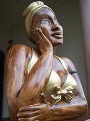 namoradeira na janela en Raposos (atelieraposos) Tags: de artesanato mg com boneca madeira gesso altura namoradeira raposos 55cm verz artesanalartesanato decoraaonamoradeirade55cm