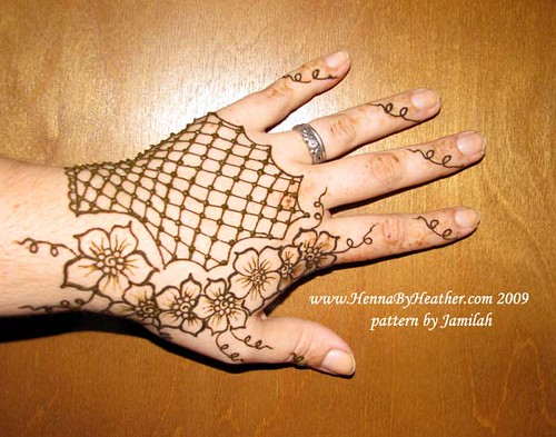 Fishnet glove w/ flowers - Jamilah's pattern