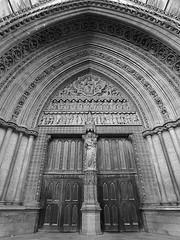20090924_The Westminster Abbey, London, UK_75_B&W (Traveller) Tags: uk england bw london abbey westminsterabbey architecture landscape riverside housesofparliament bigben landmark clocktower riverthames   palaceofwestminster cityofwestminster
