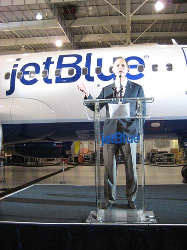 jetBlue unveils new plane livery