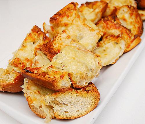 What's Cookin, Chicago?: Three Cheese Garlic Bread