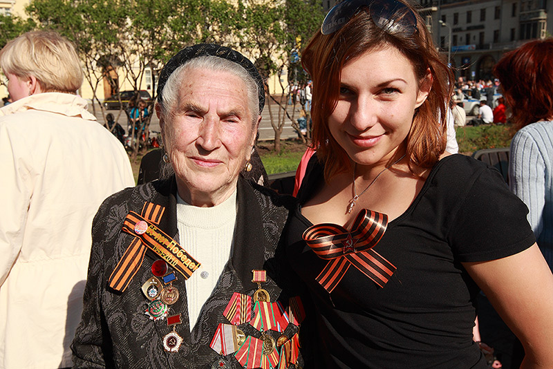 Grandmother and granddaughter / Бабушка и внучка