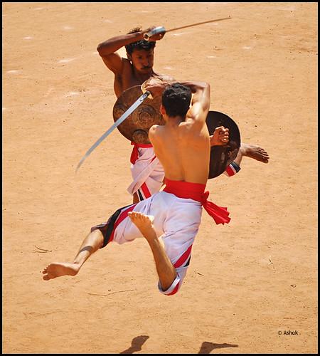 Enfrentamiento con sables en el Kalari Payattu
