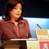 La secretaria de Relaciones Institucionales y Política Autonómica del PSOE, Mar Moreno, en su particular labor de cazafantasmas.