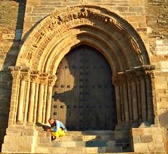 Monje Budista en la Puerta de Santiago - Villafranca del Bierzo