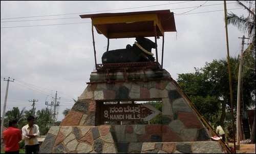 Nandi points the way to Nandi Hills