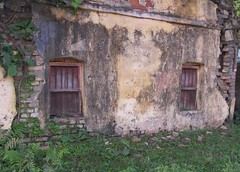 'this old house' Purnia, Bihar (yumievriwan) Tags: india house bihar kodakp880 purnia lpdamaged