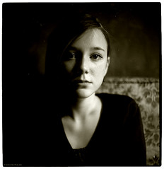 portrait of a young lady II (pixelwelten) Tags: portrait art analog mediumformat kunst hamburg sensual medium format nah analogue emotional delicate intimate mittelformat intim sinnlich nachhaltig pixelwelten rdigerbeckmann wwwpixelweltende beyondvanity jenseitsvoneitelkeit