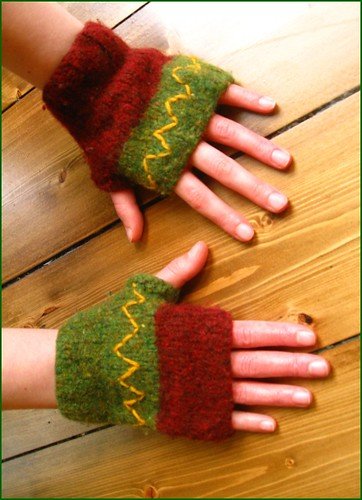 r's tiny felted mitts