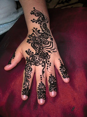 Arabic Henna Design (Syra Skins) Tags: wedding party india flower art beach floral girl glitter modern ancient singapore crystals artist body contemporary unique patterns indian traditional parties craft arabic special professional arab malaysia stunning designs form swarovski elegant exquisite bridal henna mehendi hina bodyart brunei sophisticated mehndi pengantin diamante syra hinna occassion inai berinai syra skins syraskins mynameissyrahotmailcom