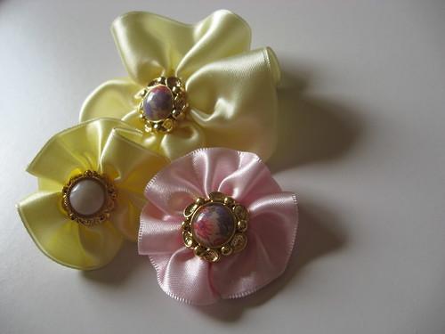 Flores de fita de cetim