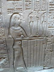 Egypte, temple d'Edfou, porteuse d'offrandes (Marie-Hlne Cingal) Tags: temple egypt horus egypte ptolemaic misr edfou ptolmaque ptolme