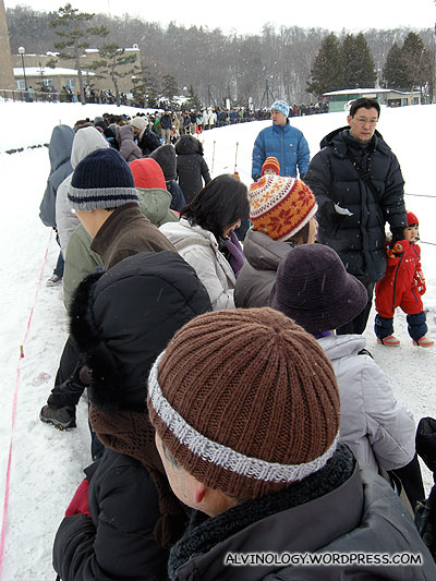 Long queues to see the penguins march